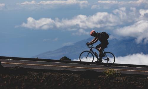 Спин-байк против обычного велотренажера: в чем разница и какую из них использовать?
